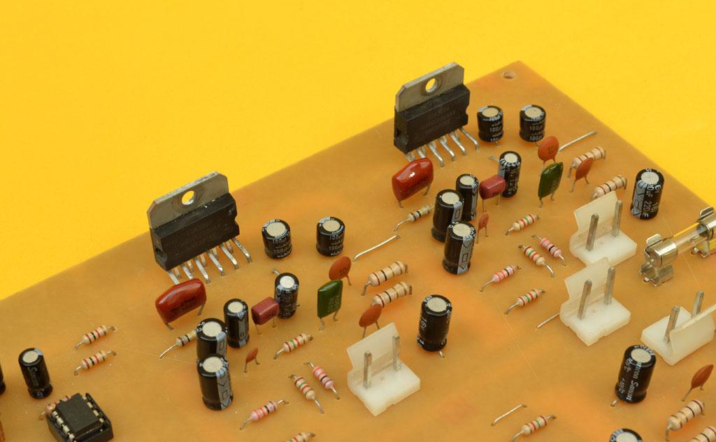 el tda2004 es un circuito integrado amplificador clase b diseu00f1ado...